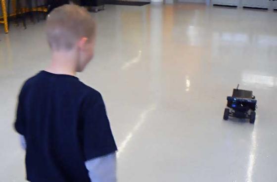 cidse-infinibotics-cosmo-robot-toy-car-3
