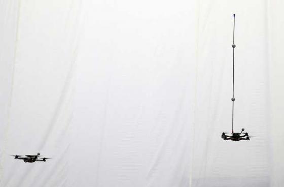 quadrotors-juggling-2